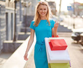 Dívka s nákupní tašky — Stock fotografie