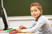 Skolpojke på lektion — Stockfoto