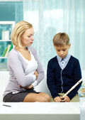 Tutor dissatisfied with pupil — Stock Photo