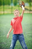 Boy catching baseball — Stock Photo