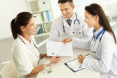 Practitioner giving blank paper to patient — Stock Photo