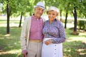 Senior couple in park — Stock Photo