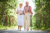 Seniors in the park — Stock Photo