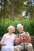 Seniors sitting on bench — Stock Photo