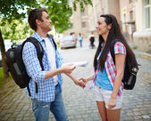 Travelers talking in the street — Stock Photo