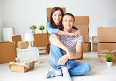 Couple sitting on the floor of new house — Stock Photo