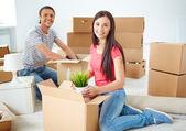 Couple unpacking boxes — Stock Photo