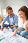 Couple discussing plan of new flat — Foto de Stock
