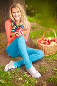 Girl with apple sitting on ground — Stock Photo
