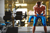 Man lifting weight in gym — Stock Photo