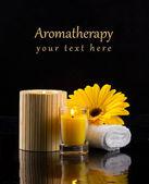Postal de aromaterapia con velas una flor — Foto de Stock