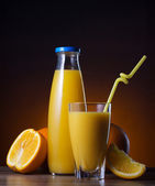 Fresh orange juice and fruit — Stock Photo