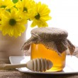 Closeup of honey and flowers — Stock Photo