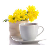 Tea and fowers — Stock Photo