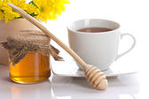 Tea, honey and flowers — Stock Photo
