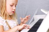 Little girl at piano — Stock Photo
