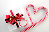 Gift box and candycane — Stock Photo