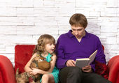 Father and little daughter reading — Stock Photo