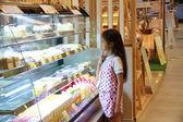 Girl choice cake — Stock Photo