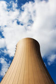 Kerncentrale tegen lucht en de wolken — Stockfoto