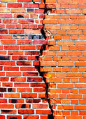 Background of brick wall with crack — Stock Photo