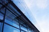 现代玻璃建筑的天空 — 图库照片