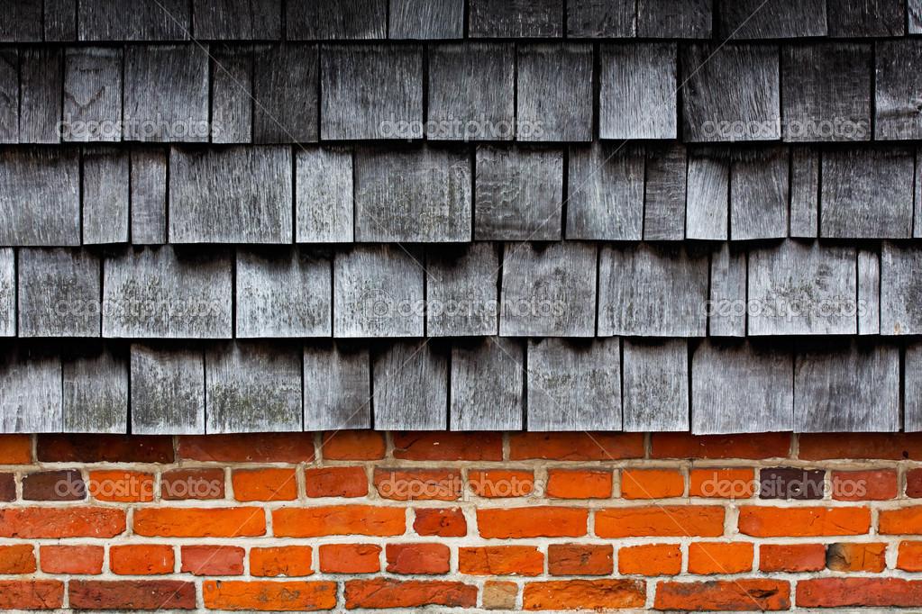 Piastrelle in legno su un muro di mattoni — Foto Stock © wlad74 #34719399