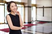 Yong pretty Asian business woman — Stock Photo