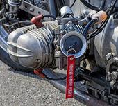 Close-up van een cilinder met verwijderen voor vlucht label — Stockfoto