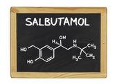 Kemisk formel av salbutamol på en svart tavla — Stockfoto