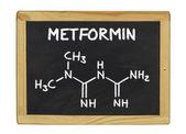 Kemiska formeln för metformin på en svart tavla — Stockfoto