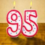 brinnande födelsedag ljus — Stockfoto