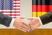 Representatives of the USA and Germany shake hands — Stock Photo