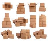 Pilas de cajas de cartón aisladas sobre fondo blanco — Foto de Stock