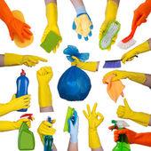 Manos en guantes de goma haciendo tareas domésticas — Foto de Stock