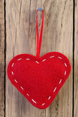 Heart decoration hanging against wooden background — Zdjęcie stockowe