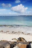 Witte zandstrand en het turkooizen water camaret sur mer, frankrijk — Stockfoto