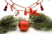 Palla di Natale con catena perlina — Foto Stock