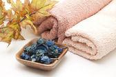 Towelling cloth with autumn foliage — Stock Photo