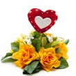 Rose flower arrangement with heart — Stock Photo #17818081