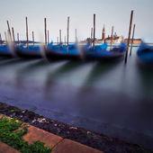 Büyük kanal üzerindeki gondol — Stok fotoğraf