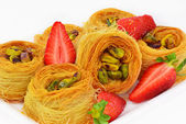 Baklava with pistachio nuts and strawberry — Stock Photo