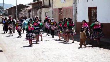 Religious holiday in a small Peruvian city — Stock Video