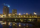 Night scene with illuminated bridge over river in Donetsk — Stock Photo
