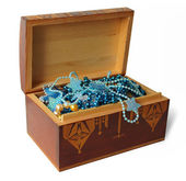 Wooden box with jewelry — Stockfoto