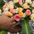 Arranging a bouquet of roses — Stock Photo