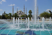 View of the Blue Mosque with fountain — Stock Photo