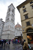 Tourists on Piazza del Duomo — Stock Photo