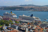 Unknown cruise ships in Istanbul Port — Stock Photo