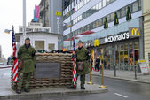 "Checkpoint ""Point Charlie"" in Berlin — Стоковое фото"